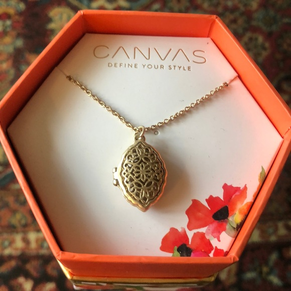 """Gorgeous 18/"""" long Gold tone filigree flower design metal chain necklace"""